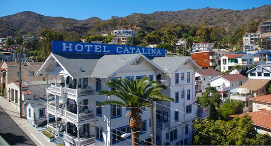 Hotel Catalina a splendid panorama views of the picturesque harbor.